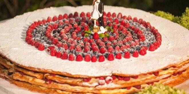 مدل کیک عروسی یک طبقه برای افرادی که جشن عروسی خود را ساده برگزار میکنند