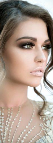 آرایش لایت برای عروس خانمهایی که پوست سفید و چشمان روشن دارند