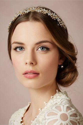مدل آرایش لایت عروس که حالت معصومانه به چهره شما می بخشد.