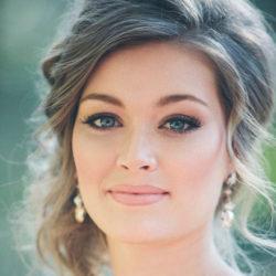 مدل آرایش لایت عروس برای افرادی که چهره نمکین دارند