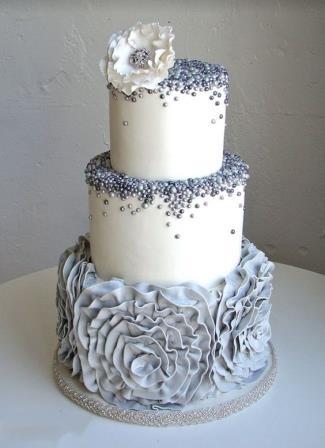 کیک عروسی با تزیین گل چین چینی