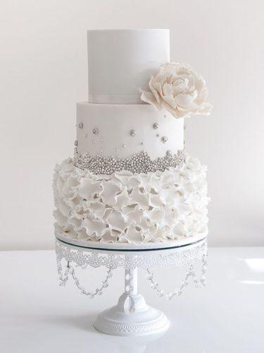 کیک عروسی جدید با طرح شش ضلعی و تزیین گل یک طرفه