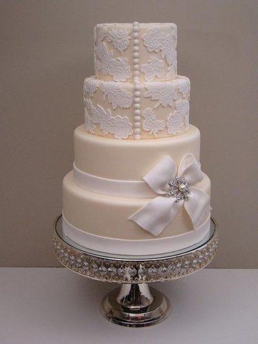 یک کیک زیبا با دیزاین دانتل