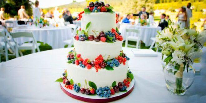 کیک عروسی میوهای یک انتخاب جذاب برای جشنهای مدرن