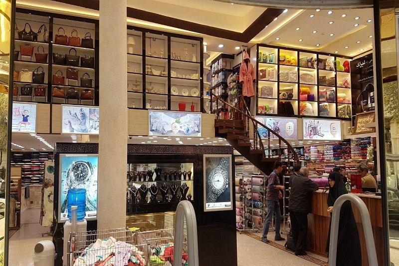 مرکز خرید قائم، خیابان پیروزی